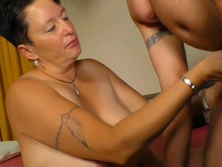 Xxx omas - amateur mature sexe avec allemand brunette.
