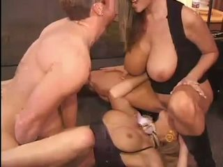 Mainit kelly madison at michelle b gets their matamis pussies hammered mahirap