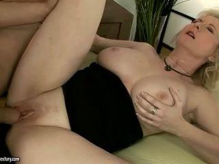 Barmfager bestemor enjoys anal knulling