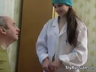 Söpö venäläinen sairaanhoitaja having seksi kanssa a potilas