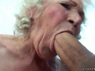 Gjoksmadhe gjysh gets të saj me lesh pidh fucked