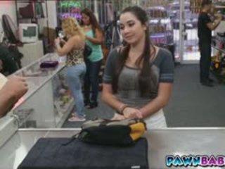 College jente trades seg selv til kontanter
