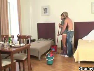 Cứng buổi sáng giới tính với làm sạch người phụ nữ