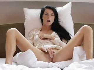 स्वीट गर्ल margot masturbates उसकी पुसी