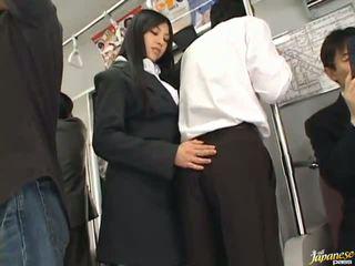 Saori hara the thajská stunner gives a lízat v the subway