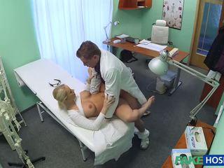 Warga czech si rambut perang dengan besar payu dara wants kepada menjadi yang jururawat