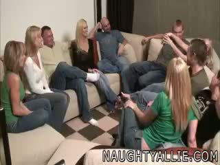 Festë lojë leads në një i madh orgji qejfli gratë