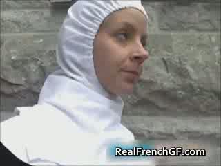 Slutty francesa freira fodido fora porno