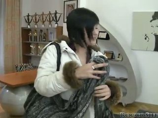 點 的 視圖 mov 的 awe inspiring abbie cat 接吻 和 bonking 一 rooster
