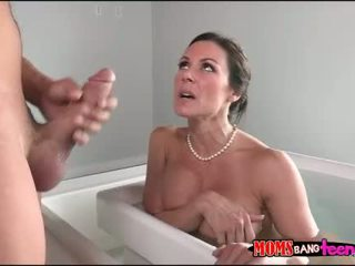 Stepson sneaked on her stepmom in the tub