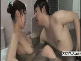 Kuszące japońskie bathhouse robienie loda z cycate mamuśka crowd