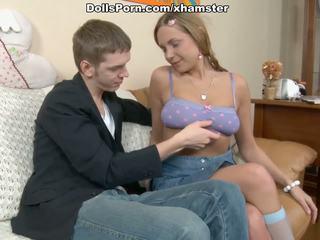 Noskūtas vāvere un liels soft pakaļa par the gatavs līdz sperma biedrs