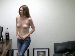 Alicia takes son culottes de. elle needs argent