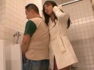 Bitchy азиатки тийн gives духане в публичен