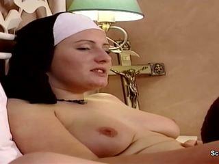 Saksa nunn saama tema esimene fuck pärit repairman sisse kloster