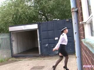 Pure xxx filma qirje një gjoksmadhe polic grua për jo gjobë