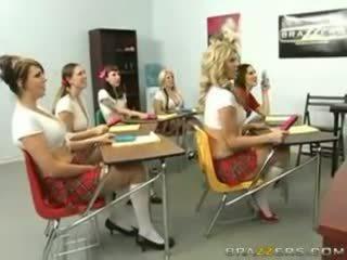 Stor pupper ved skole college av kunnskap (20081216) austi