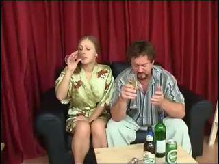 Isa fucks tütar pärast joomine õlu