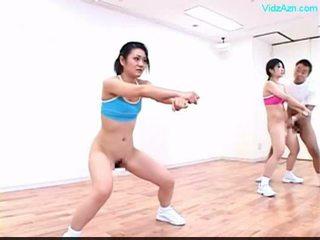 Guy stopping the laikas apie the aerobika klasė stripping merginos o
