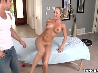 Karstās mammīte gets a vāvere masāža pirms sekss video