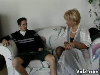 Granny lits zarina gets pepu perses poolt dork