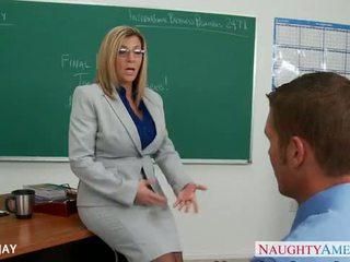 Milf lærer sara jay faen student
