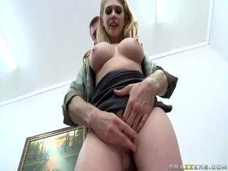 Горещ момичета с голям zeppelins и хубав pussys