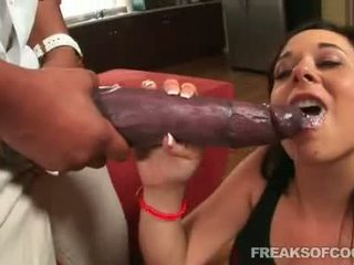 Soaked porno floozy aarielle alexis stuffs her mouth with a monstr kotak