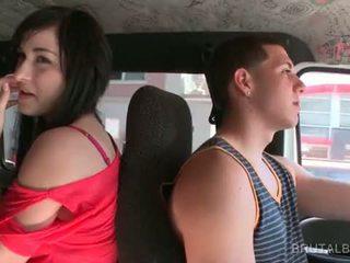 امرأة سمراء الهاوي في سن المراهقة taking ال جنس حافلة إلى ل حار shag