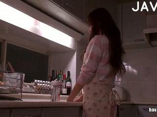 امرأة سمراء, اليابانية, اللسان