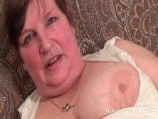 Chesty mature satisfies puss with Dildo