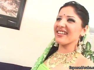 Nejaukas arab paklīdusi sieviete gets viņai vāvere licked