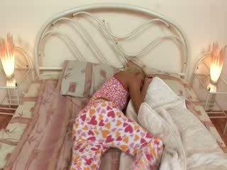 Blondie jerkingoff ki előtt egy alvás
