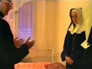 Priest en two nuns