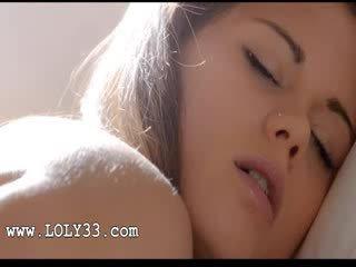 Charming ceko babe caprice seks dengan memasukkan jari