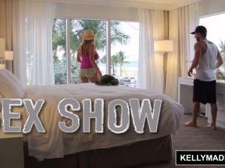 Kelly madison giving un sesso spettacolo attraverso il finestra <span class=duration>- 11 min</span>