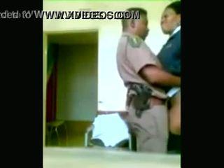 Чорна поліція officers boning в той час як cities are being looted