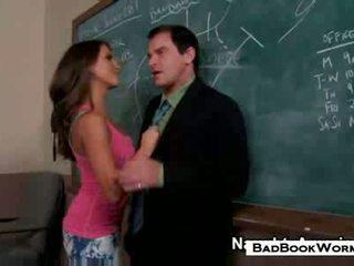 bruneta zábava, sledovat student vy, čerstvý ústní