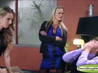 Abbey helps jillian मिलना एक काम साथ एनल