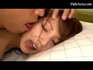 Gira gaja getting dela cona fodido em o cama ejaculações para língua swallowing