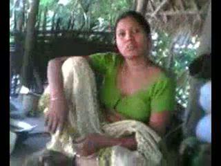 Desi Village Aunty Showing Boobs on Request wid Audio - DesiBate*