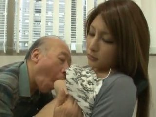 Cinese youngster has suo diminutive labia got laid da an matura ragazzo