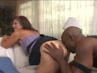 Mature femme en wheelchair séduit jeune noir guy: porno e7