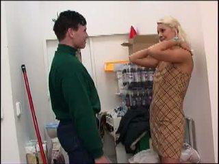 Kuuma blondi virgin tasted hänen ensimmäinen boner
