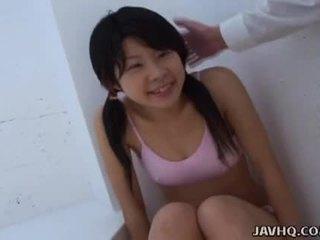 เอเชีย วัยรุ่น การดูด มัน ในขณะที่ ยาก ในขณะที่ เขา สามารถ