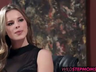 Abbey brooks accompanies ei stepdaughter pentru o muncă interviu
