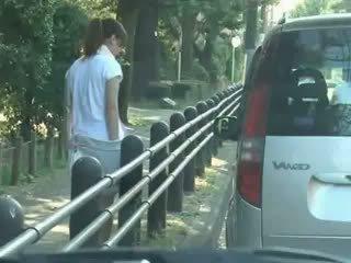 Nxënëse mashtruar dhe used në makinë