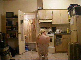 Amateur crossdresser teasing sur cam