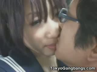 Naive beib sisse tokyo buss!