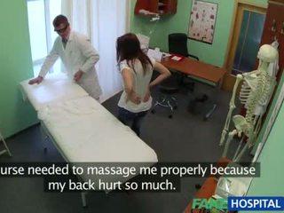 सेक्सी रोगी gets गड़बड़ द्वारा the डॉक्टर